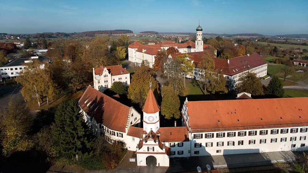 Luftaufnahme der Klosteranlage; Foto: Staatliche Schlösser und Gärten Baden-Württemberg, Achim Mende