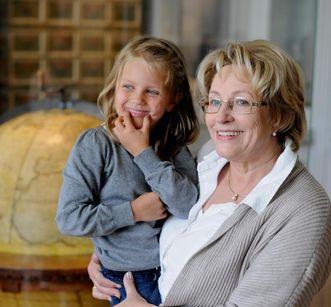 Großmutter mit Enkelin in Kloster Schussenried