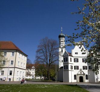 Links der neue Konventbau, rechts die Kirche mit anschließendem Alten Konventbau von Kloster Schussenried