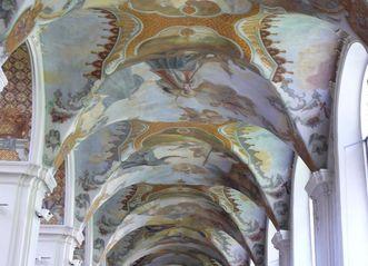 Deckenfresko im Seitenschiff der Kirche von Kloster Schussenried