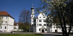 Neuer Konventbau und die Klosterkirche mit altem Konventbau von Kloster Schussenried